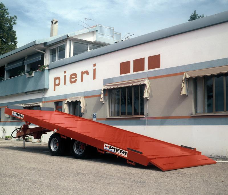 Rimorchi trattori rotoballe pieri rimorchi for Omp carrelli agricoli